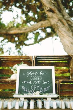 Handlettered seating sign made for Esther's garden-inspired wedding | PC: Perpixel Photography