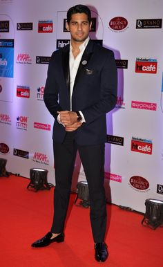 Sidharth Malhotra at the HT Style Awards 2015. #Bollywood #Fashion #Style #Handsome