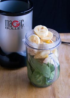 Cinnamon apple smoothie with spinach, apples, and bananas