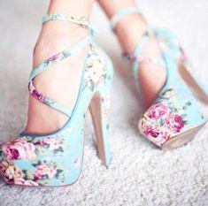Pastel Shoes fashion shoes pretty roses pastel stilettos pumps Floral Print is amazinggg Pretty Shoes, Beautiful Shoes, Gorgeous Heels, Amazing Heels, Awesome Shoes, Gorgeous Gorgeous, Absolutely Gorgeous, Beautiful Clothes, Beautiful Life