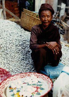Woman in northern Thailand market, 1991 (J. Gilden)