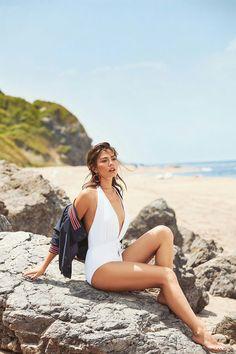 Demet Özdemir Turkish Women Beautiful, Turkish Beauty, Beautiful Girl Image, Gorgeous Women, Diy Embroidery Shirt, Pietro Boselli, Chic Summer Style, Summer Styles, Best Photo Poses