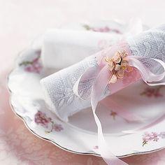 Paper napkin ring... cute!!!