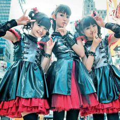 BABYMETAL - Yuimetal ♡ Su-metal ♡ Moametal Heavy Rock, Yui, Snow White, Victorian, Costumes, Disney Princess, Disney Characters, Metal, Girls