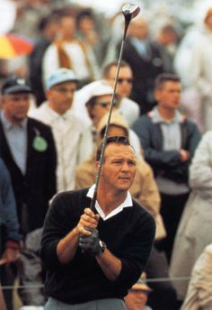 Arnold Palmer Poster, Golf Legend, Watching His Drive. Classic look. Golf Images, Golf Pictures, Golf N Stuff, Neil Leifer, Famous Golfers, Mens Golf Fashion, Golf Room, Classic Golf, Golf Photography