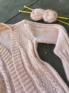 Cardigan Rose com Pérolas Knit Cardigan Pattern, Knitting, Sweaters, Jackets, Handmade, Style, Fashion, Knitted Hats, Weaving Patterns