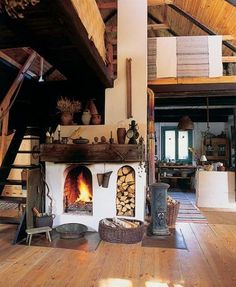Traditional Fireplace, Traditional House, Haus Am See, Rustic Kitchen Cabinets, Archi Design, Rustic Fireplaces, Rustic Cottage, Design Case, Little Houses