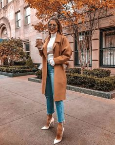 Outfit stile Shortened denims outfits for each season Plus Dimension Wedding ceremony Clothes Weddin Outfit Jeans, Cropped Jeans Outfit, Outfit Stile, Classy Jeans Outfit, Jeans Outfit Winter, Fall Winter Outfits, Autumn Winter Fashion, Winter Clothes, Snow Clothes