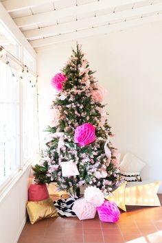 DIY Pink Tipped Honeycomb Christmas Tree How to Make a Pink Tipped Christmas Tree from Lovely Indeed Source by acraftedpassion Pink Christmas Decorations, Diy Christmas Presents, Pink Christmas Tree, All Things Christmas, Christmas Themes, Christmas Holidays, Holiday Themes, Happy Holidays, Holiday Decor