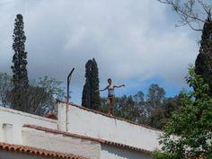 """Cinthia Mendonça (Brazil), """"Circuitos Brancos. A arte de andar em cima dos muros"""", Campo de la Ribera, Argentina, 2010."""