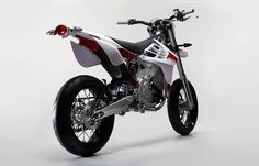 the first sketches of the alta motors 'redshift' electric motorcycles began in san francisco in 2007. since then, and with the help of experts in fabrication, engineering and design, the company managed to create  two-wheel electric machines that are faster and more rideable than their gas counterparts. ...powered by a 14,000 RPM motor and a 5.8 kWh battery, 'redshift' bikes are faster and more rideable than their gas counterparts