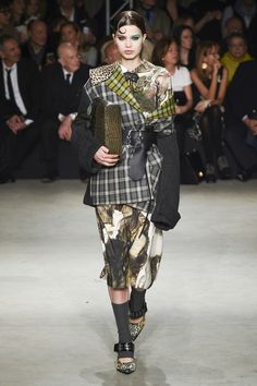See the complete Antonio Marras Fall 2017 Ready-to-Wear collection.