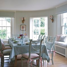Shabby and Charme: L'incanto inglese di Susie Watson Designs. Dining Room Inspiration, Interior Design Inspiration, Susie Watson, English Cottage Style, English Style, Striped Chair, Shabby, Chair Cushions, Home Collections