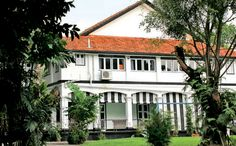 Colonial homes Singapore  | Black and White houses in Singapore: A colonial tour of Dempsey Hill ...