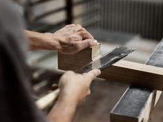 Seit 1908 bieten wir erstklassiges Handwerk in ehrlicher Qualität. Unser Team verwirklicht seit jeher die Lebensräume unserer Kunden. Mit Holz und Herz. Heart, Ideas