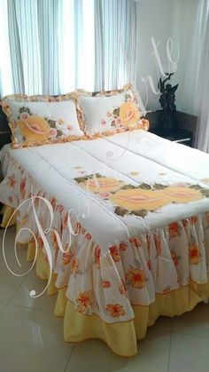 Bed Cover Design, Cushion Cover Designs, Homemade Bed Sheets, Bed Sheet Painting Design, Luxury Bedspreads, Designer Bed Sheets, Curtain Styles, Diy Pillows, Bed Covers