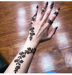 Floral Latest Mehndi Designs 2019 For Hands, There is the growing trend of mehndi designs, also known as henna tattoo designs which is now the main element for women. Mehndi Designs Finger, Henna Tattoo Designs Simple, Arabic Henna Designs, Mehndi Designs For Fingers, Unique Mehndi Designs, Beautiful Henna Designs, Latest Mehndi Designs, Tribal Henna Designs, Rose Mehndi Designs