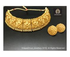 Statement choker necklace Gold Temple Jewellery, Silver Jewellery Indian, Gold Jewelry, Gold Chocker Necklace, Gold Choker, Necklace Set, Indian Jewelry Earrings, Mughal Jewelry, Gold Bangles Design