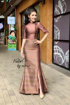 Stylish Dresses, Women's Fashion Dresses, Skirt Fashion, Modesty Fashion, Batik Dress, Silk Dress, Indian Designer Outfits, Designer Dresses, Dress Design Patterns