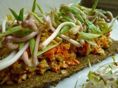 Raw Vegan Organic & Gluten Free Almond Pâté & Mung Bean Sprouts Open Sandwich  ~ ♥ ~ Carrot, Almond, Onion, Chives, Sunflower seeds, Apple, Curry, Mung Bean sprouts over a Buckwheat Bread  -:-:-:-:-:-:-:-:-:-:-:-:-:-:-:-:-:-:-:-:-:-:-:-:-:-  Sandwich abierto de Pâté de Almendra y Germen de Frijol Mungo Crudivegano, Organico & Libre de Gluten  ~ ♥ ~  Zanahoria, Zucchini, Cebolla, Manzana, Ajo, Semillas de Girasol, Germen de Frijol Mungo sobre un pan de Trigo Sarraceno