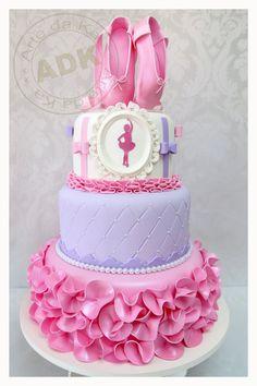 Um dos bolos mais delicados que já vi.