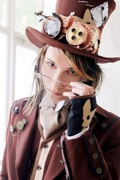 Accessories are very important for a steampunk look – sometimes only they give that special charm. Steampunk grooms wear not less accessories than brides – boutonnieres, cuffs, watches and pocket clocks, cufflinks...