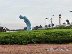 Montevideo - En la rambla hay un koreano desnudo, celeste y de 6 metros de alto. No me crees ?   Con la camara en el bolsillo