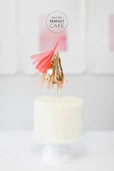 How to frost the perfect cake: http://www.stylemepretty.com/living/2015/03/27/learn-to-frost-the-perfect-cake/ | Photography: Ruth Eileen - http://rutheileenphotography.com/