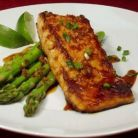 Healthy High Protein Dinner in 15 minutes: Seared Salmon and Asparagus Honey Salmon, Salmon And Asparagus, How To Cook Asparagus, Asparagus Recipe, Glazed Salmon, Lean Meat Recipes, High Protein Recipes, Healthy Recipes, Protein Foods