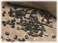 Bruna små stavar med AB lyster ca 2,5 x 2 mm > Seed Beads Övriga  |  Print  |  Tipsa en vän  Pris SEK 17,00 (Vikt)   Finns I Lager Artikelnummer 8079 Vikt: 20 gr. Mått: ca 2,5 x 2 mm.  Hål: ca 0,7 mm.  Ursprung: Kina.