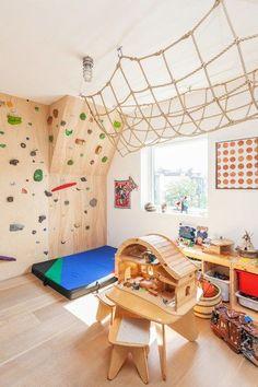 Create the Ultimate Playroom Awesome indoor climbing wall in this playroom!Awesome indoor climbing wall in this playroom! Indoor Climbing Wall, Kids Climbing, Climbing Rope, Toddler Climbing Wall, Playroom Design, Kids Room Design, Gym Design, Kids Basement, Kid Playroom