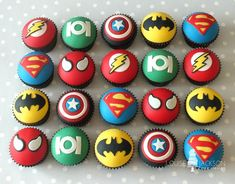 more superhero cupcakes - missing wonderwoman Marvel Cupcakes, Avenger Cupcakes, Marvel Cake, Avenger Cake, Wonderwoman Cupcakes, Batman Cupcakes, Superhero Birthday Cake, Avengers Birthday, Superhero Party