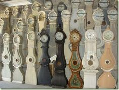 If somebody could build replica's of these Mora clocks, they could make a bundle!!  They are terribly expensive. David??