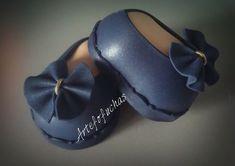zapatos azules para fofucha profesora de infantil. www.artefofuchas.com