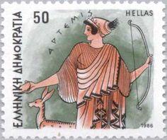 Artemis, la Diana romana. Diosa de la caza, de las mujeres solteras y de la luna. Se le representa vestida a veces con túnica corta, con una medialuna en la frente, con el arco y la flecha o con una osa. Con frecuencia aparece con su cortejo de ninfas, perros y ciervos.