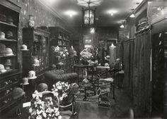 Interieur van hoedenwinkel in Den Haag. Nederland, 1925.