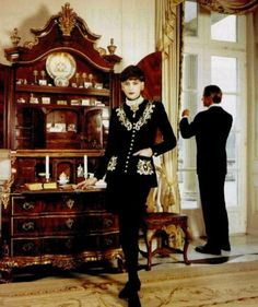 The very definition of chic // Ines de la Fressange. Chanel fall/winter 1989.
