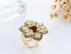 Zlatá ozdoba na šatku v antickom štýle