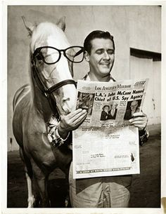 Mr Ed starring Alan Young took to the airwaves in Jan of 1961 and younger Boomer kids went nuts for the new silly series Vintage Tv, Look Vintage, Talking Horses, Mister Ed, Alan Young, Mejores Series Tv, The Lone Ranger, Old Shows, Classic Tv