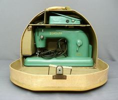 ZUNDAPP Sewing Machines The company was founded in 1917 by Fritz Neumeyer. They made sewing machines, cars, motorcycles, machine tools until the company closed in Vintage Sewing Notions, Vintage Sewing Patterns, Sewing Box, Love Sewing, Sewing Machine Accessories, Antique Sewing Machines, Sewing Studio, Sewing Rooms, Easy Sewing Projects
