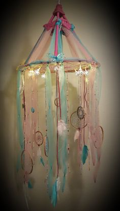 Cuento de hadas mariposa Dream Catcher móvil con luces / cuentas / Tulle / cordón de gamuza / artesanal