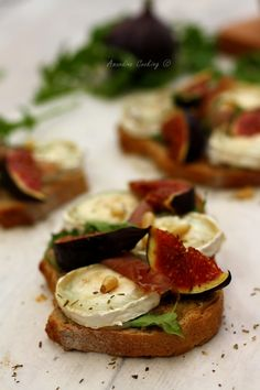Bruschettas with goat cheese figs and parma ham - Brunch Raw Food Recipes, Vegetarian Recipes, Healthy Recipes, Tapas, Food Porn, Bruchetta, Salty Foods, No Cook Meals, Food Inspiration