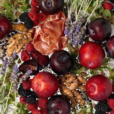 My kind of flatlay! :) Good morning Sunday!  #RODwine #rodwineco #grapes #winemaking