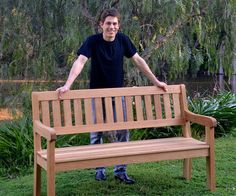 So stellen Sie eine Oak Garden Bench her - DIY und Selber Machen Garten Garden Bench Plans, Outdoor Garden Bench, Wooden Garden Benches, Pallet Garden Furniture, Diy Outdoor Furniture, Deck Furniture, Garden Seating, Furniture Projects, Furniture Design