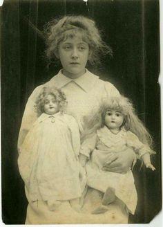 'Extremely rare' photos of crime writer Agatha Christie as a child Agatha Christie, Rare Photos, Old Photos, Vintage Photos, Antique Photos, Crime, Michel De Montaigne, Hercule Poirot, Miss Marple