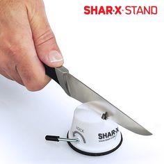 6,08€ Affilacoltelli Shar X Stand in vendita in offerta su https://takkat.eu/it/coltelli-affilatori/18780-affilacoltelli-shar-x-stand-4899888104070.html - Affila in casa tuacoltelli, forbici e altri utensili da taglio con il magnifico affilacoltelli Shar X Stand!Falli tornare come nuovi velocemente e con facilità grazie a questo utile e pratico affilacoltelli manuale. Realizzato in carburo di tungsteno, con esterno in plastica bianca. Misure approssimative: altezza 4 cm x diametro 6 cm.…