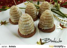 Babiččiny ořechové úlky - My site Christmas Candy, Christmas Cookies, Xmas, Baking Recipes, Cookie Recipes, Toffee Bars, Czech Recipes, Recipe Organization, Mini Cupcakes