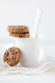 canelle et vanille - food & drink - food - dessert - gluten-free raspberry, cocoa nib and mesquite cookies (recipe)