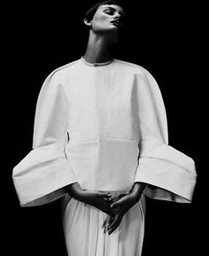 Structured jacket with rounded silhouette & sculptural sleeves - shape & volume; wearable art // Rick Owens by kimberly Origami Fashion, Paper Fashion, 3d Fashion, Minimal Fashion, White Fashion, Fashion Details, Editorial Fashion, Trendy Fashion, Fashion Design