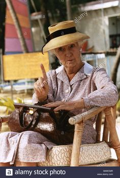 Joan Hickson as Agatha Christie's Miss Marple in 'A Caribbean Mystery'. Best Mysteries, Murder Mysteries, Cozy Mysteries, Miss Marple, Hercule Poirot, Agatha Christie's Marple, Detective Series, British Actresses, Hercules